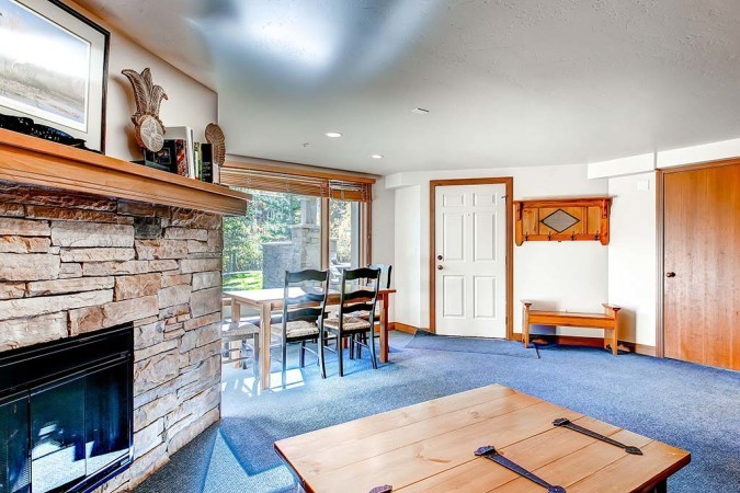 Aspen snowmass rentals this two bedroom two bath condo is for Kitchen 713 reservations